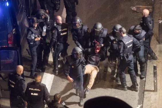 Screenshot_2019-10-19 Krvavi protesti Policija u toku noći preuzela kontrolu nad centrom Barcelone