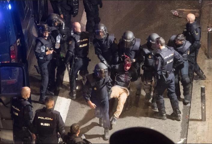 Krvavi protesti: Policija u toku noći preuzela kontrolu nad centrom Barcelone