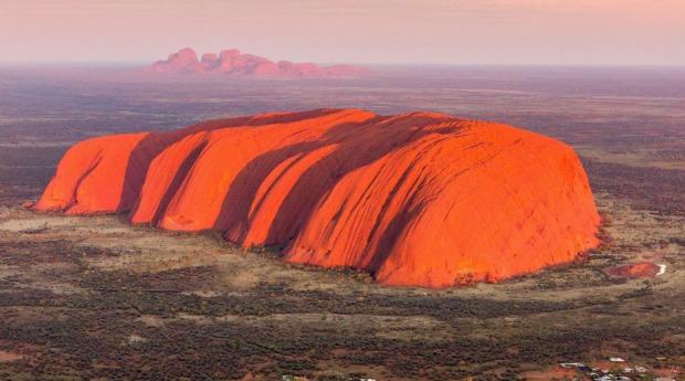 Trajno zabranjeno penjanje na svetu australsku stijenu Uluru