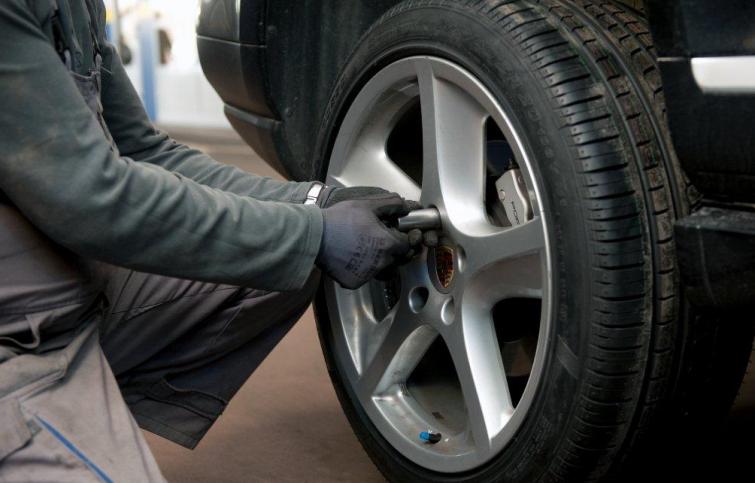 Od danas sva motorna vozila moraju imati zimsku opremu