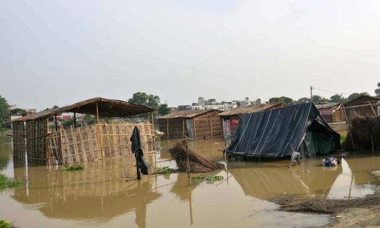 U poplavama i klizištima u Ugandi poginulo 16 osoba, 10.000 evakuiranih