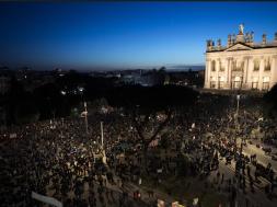 Screenshot_2019-12-15 Desetine hiljada Sardina u centru Rima pjevalo Bella ciao