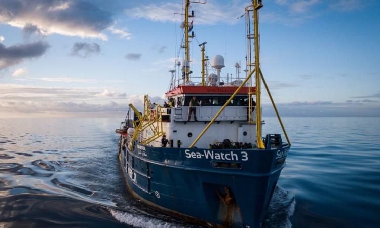 Nakon spašavanja 407 migranata na Mediteranu traži se luka za njihov prihvat
