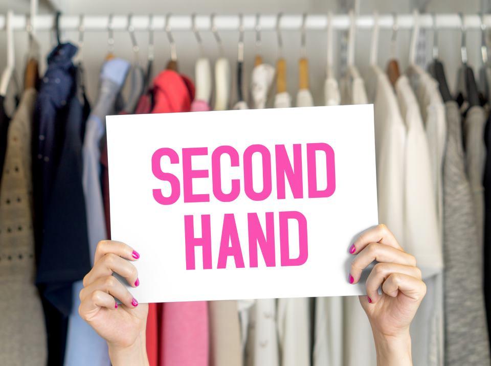 U Velikoj Britaniji sve više ljudi kupuje u second hand prodavnicama