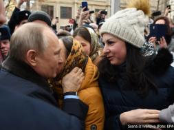 Screenshot_2020-03-07 Putina tokom posjete gradu Ivanovo zaprosila djevojka iz mase Oženite se sa mnom