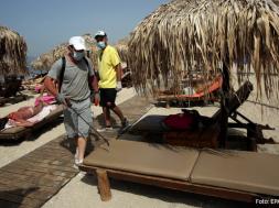 Screenshot_2020-05-25 Grčka skače u spas turizma Pokrenuti trajekti ka otocima, otvoreni kafići i barovi