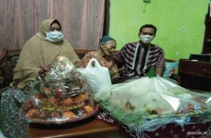 Indonezija: Stogodišnjakinja se oporavila od koronavirusa