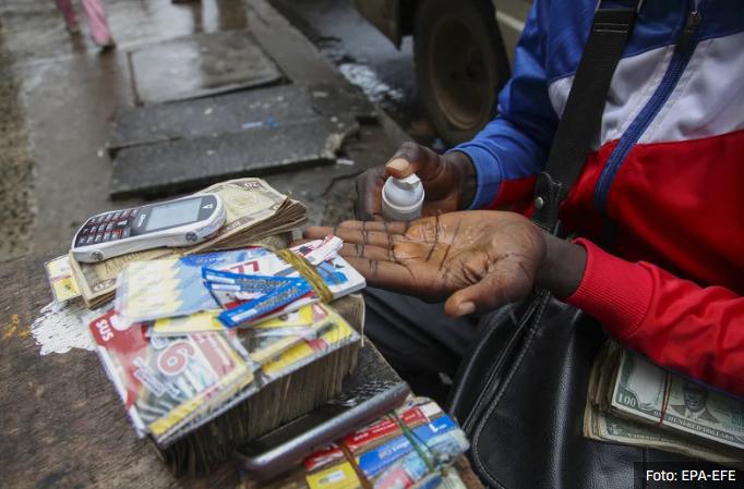 Indija: U nedostatku alkohola pili dezinfekciono sredstvo, umrlo najmanje 10 osoba