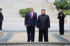 Nova knjiga otkriva pisma Trumpa i Kima