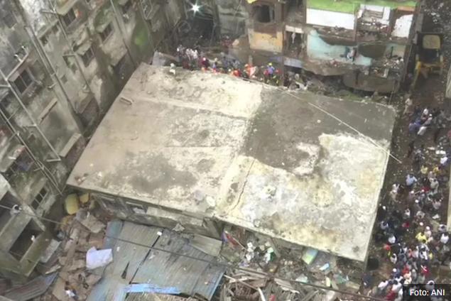 Deset osoba poginulo u rušenju zgrade u Indiji, brojni stanari zarobljeni u ruševinama