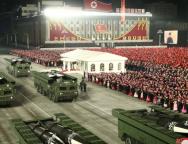 Na vojnoj paradi Sjeverna Koreja predstavila novu raketu
