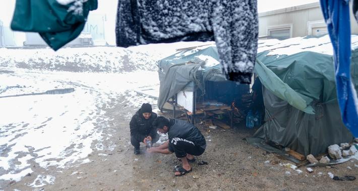Njemački mediji: Migranti u Bosni kampuju na minus 15 stepeni