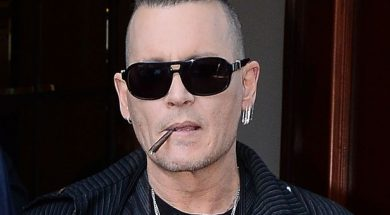 Johnny-Depp-leaves-his-hotel-in-Warsaw-Poland