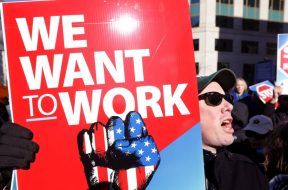 protesti radnika sad