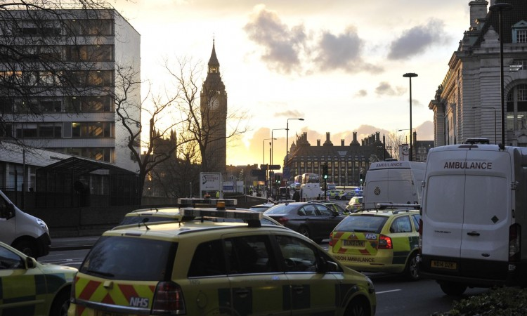 Britanska vlada: Kazna do 10.000 funti za odbijanje naredbe o samoizolaciji