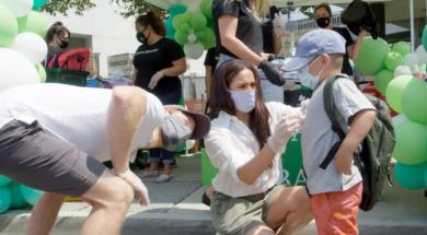 Screenshot_2020-08-22 Meghan Markle i princ Harry napokon u javnosti, pojavili se na humanitarnom događaju s maskama