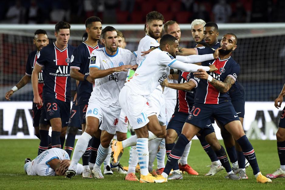 Nogometni rat u Parizu: Masovna tučnjava igrača, pokazano 12 žutih i pet crvenih kartona