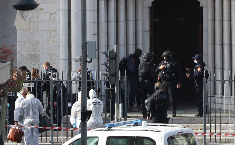 U napadu u crkvi u Nici ubijene tri osobe, sumnja se na terorizam