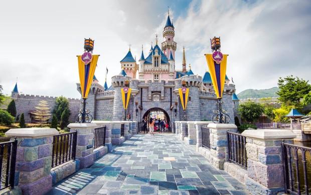 Disney ostaje bez 32.000 radnika, tematski parkovi zjape prazni