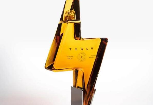 Tesla prodaje svoju tekilu, flaša košta 250 dolara