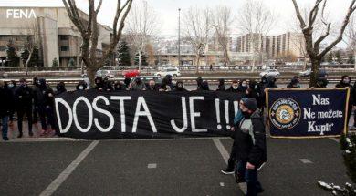 Protest grupe navijača ispred Nogometnog saveza BiH (VIDEO)