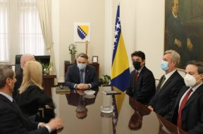 komsic_krug99Komšić razgovarao s predstavnicima Asocijacije Krug 99