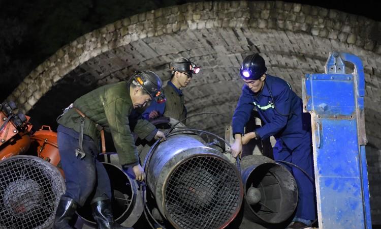 Kina: U poplavljenom rudniku uglja zaglavljen 21 rudar