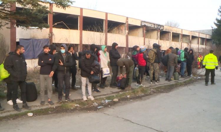 Više od 80 migranata iz napuštenih objekata izmješteno u kamp ¨Lipa¨