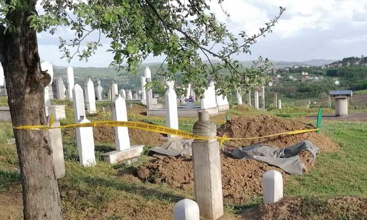 Ekshumacija u Doboju: Kopajući mezar preminuloj ženi pronašli skelet