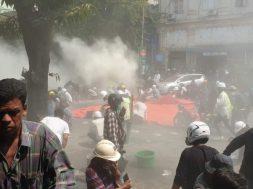 Mijanmar_protesti_policija_Twitter (1)