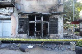 U Mostaru izgorio kafić, oštećeni okolni objekti i vatrogasno vozilo