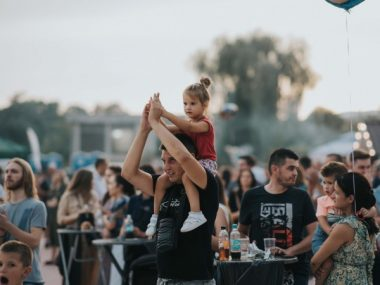 Brojni gosti uživali u hrani i muzici na Street Food Festu u Širokom