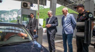Crnogorski premijer dočekivao turiste na granici sa Srbijom