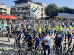 Oko 200 biciklista i maratonaca iz Bihaća krenulo prema Srebrenici
