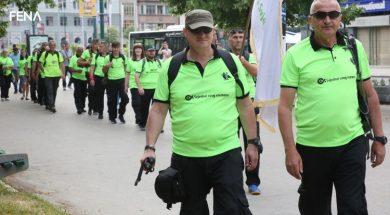 Učesnici Marša mira krenuli da se poklone žrtvama Srebrenice