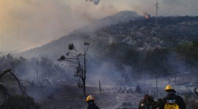 Kod Makarske izgorjelo 40 hektara šume i makije, požar gase i dva kanadera
